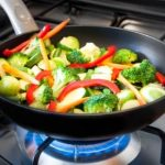 Top 15 Best Stir Fry Pans - Guide & Reviews for 2020